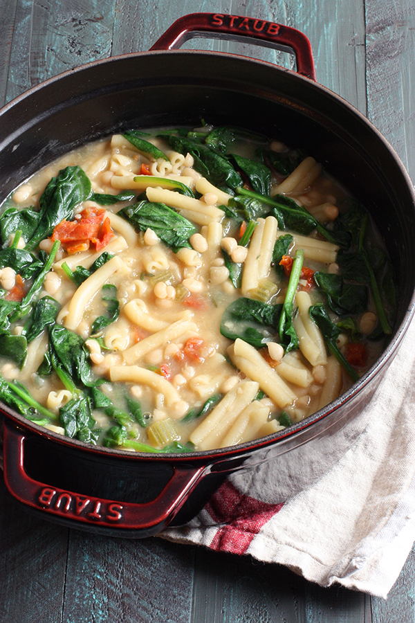 Vegan-Pasta-e-Fagioli-Soup-1